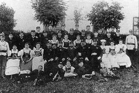 Členové hasičského spolku kolem r. 1900