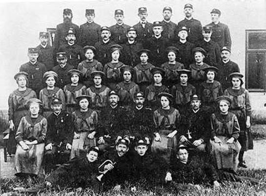 Členové hasičského spolku kolem r. 1920